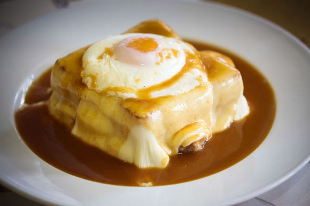 Francesinha à moda do Porto